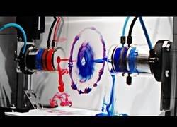 Enlace a Esto sucede cuando dos anillos totalmente perfectos colisionan visto en slow motion