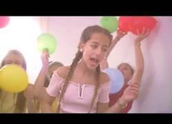 Enlace a Ariann, la hermana de Dalas Review se estrena junto a él en el mundo de la música con este hit de reggaeton