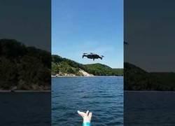 Enlace a No pudo ir a peor poner en funcionamiento este drone en alta mar