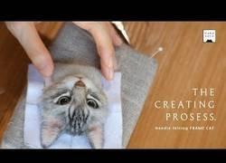 Enlace a El espectacular trabajo de este artesano que imprime a mano en 3D a tu gato