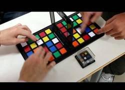 Enlace a El juego basado en el cubo de rubik listo para jugar con dos personas