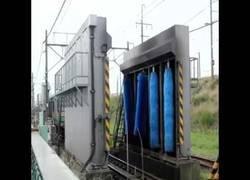 Enlace a Comparan la tecnología occidental y la tecnología india para lavar un tren