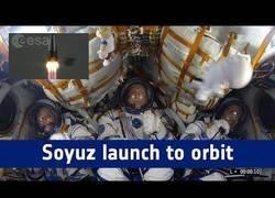 Enlace a La adrenalina máxima que viven los tripulantes de la Soyuz en su entrada al espacio a 28.000km/h