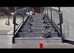 Enlace a Los Dude Perfect lo han vuelto a haciendo locuras con disparos de ping pong