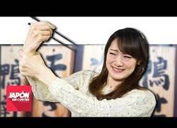 Enlace a El motivo por el que los japoneses como con palillos