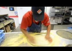 Enlace a ¿Qué es la velocidad? Lo descubrirás viendo a este tío haciendo 3 pizzas en 39 segundos