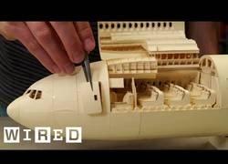 Enlace a El avión totalmente tallado y hecho con papel