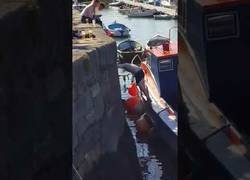 Enlace a La peor forma de bajar de bajar a un barco