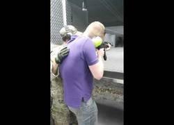 Enlace a Se le rompe la AK-47 mientras practicaba y se le vuelve automática