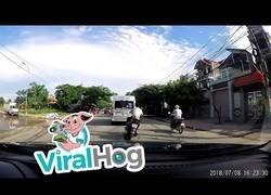 Enlace a Karma instantáneo de este motorista que iba con demasiada prisa por carretera