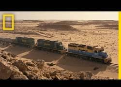 Enlace a El viaje en tren más peligroso está en el Sáhara