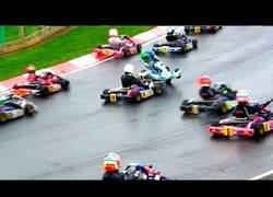 Enlace a La carrera de Super 1 Karting que te hará ver que la Fórmula 1 no es nada emocionante al lado de esto
