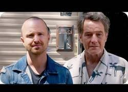Enlace a Aaron Paul descubre que Bryan Cranston lleva meses viviendo en la caravana de Breaking Bad [Inglés]