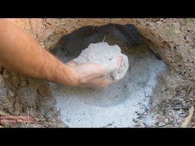 Nuestro aventurero primitivo sigue con su aventura ahora creando cemento