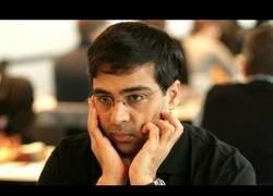 Enlace a El brutal tiempo que tardó este jugador en hacer el cuarto movimiento en una semifinal del Mundial de ajedrez