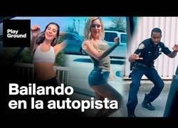 Enlace a El reto viral que te sacará del coche para bailar
