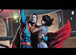 Enlace a Superman intenta salvar a Lois... pero tiene un imprevisto