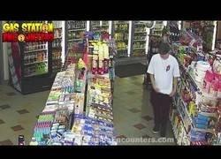 Enlace a Este chaval no se ganará la vida robando gasolineras