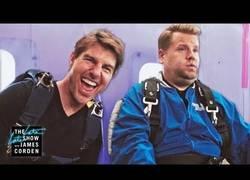 Enlace a Tom Cruise convence a James Corden para hacer un salto desde un avión y es una experiencia de lo más trepidante