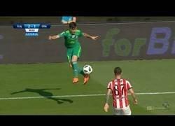 Enlace a El impresionante control de Ahmadzadeh Farshad digno de los mejores jugadores del Mundo