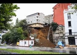 Enlace a Graban el momento exacto en el que un edificio se viene abajo en Estambul