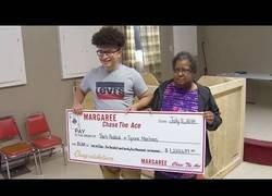 Enlace a Gran pelea familiar por este boleto comprado a medias entre un nieto y una abuela premiado con 1 millón de dólares