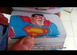 Enlace a La maravillosa animación en un flipbook de la batalla entre Goku y Superman