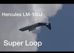 Enlace a El show espectacular de este Hércules C-130J haciendo un loop completo