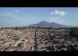 Enlace a Visita guiada por la ciudad de Pompeya grabado desde un drone