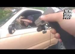 Enlace a Se niega a parar frente a la policía de Louisville y lo paga bien caro [Abstenerse sensibles]