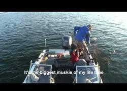 Enlace a El gran momento en el que con 8 años pescas un enorme pez