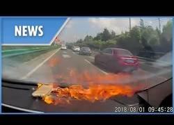 Enlace a Un iPhone explota dentro de un coche mientras iban tranquilamente conduciendo