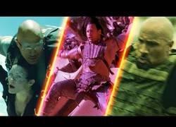 Enlace a Recopilatorio de La Roca cayendo por sitios en películas
