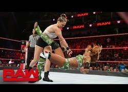 Enlace a Los mejores momentos del gran enfrentamiento de Ronda Rousey frente a Alicia Fox