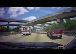 Enlace a Cuando llevas demasiada carga y pasas por carreteras con puentes
