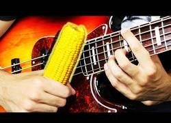 Enlace a Tocando instrumentos con maíz y el resultado es realmente genial