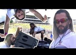 Enlace a ¿Es este el peor DJ del mundo? Ojo a las locuras que lió sobre el escenario