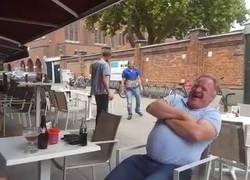 Enlace a Pelea callejera practicando kungfu estando totalmente borracho