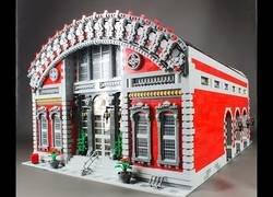Enlace a La maravillosa estación de tren creada con piezas de LEGO