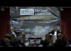 Enlace a Arturo Pérez-Reverte hablando sobre la Guerra Civil Española durante 45 minutos