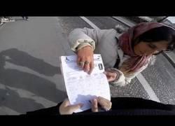 Enlace a Un héroe por momentos salvando de dos carteristas en pleno centro de París