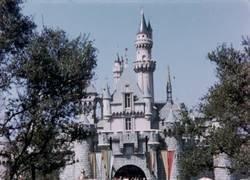 Enlace a Un viaje por Disneyland en 1956 recuperado de una grabación de la época