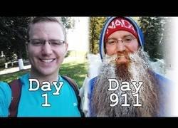 Enlace a Se graba día a día su cambio durante 911 días dejándose crecer el bello facial