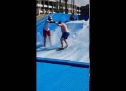 Enlace a Es la última vez que intento aprender a surfear