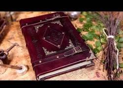 Enlace a Cómo crear un cuaderno medieval de piel DESDE CERO (vas a hacer hasta las hojas)