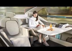 Enlace a Este es el concepto de coche presentado por Volvo llamado 360c totalmente eléctrico y sin conductor