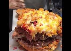 Enlace a Cocinando una hamburguesa de lo más completita