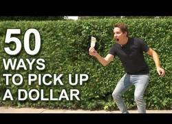Enlace a 50 formas diferentes de agarrar un billete de un dolar