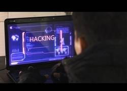 Enlace a La tremenda diferencia entre hackers en películas y en la vida real