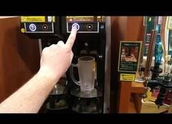 Enlace a En Japón tienen máquinas dispensadoras de cerveza de barril y funcionan así de bien